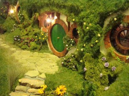 Handmade Hobbit Hole Dollhouse (http://blog.hgtv.com/design/2013/10/02/daily-delight-handmade-hobbit-hole-dollhouse/?soc=pinterest)
