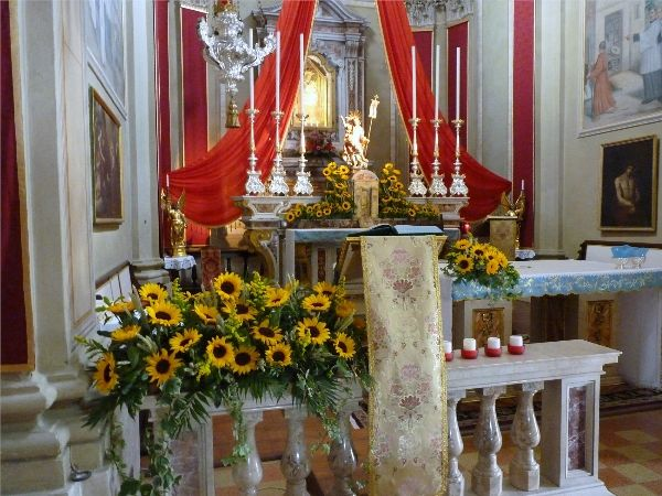 Matrimonio Girasoli Chiesa : Pin addobbi chiesa chiese matrimonio on pinterest