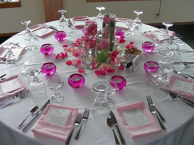 Wedding table decorations on a budget wedding for Cheap wedding decorations for tables