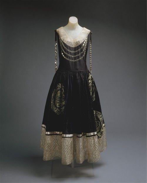 Jeanne Lanvin robe de style ca. 1924 via The Costume Institute of the Metropolitan Museum of Art