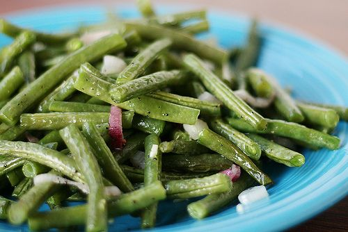 garlicky green beans - could do this with red onion because I don't ...