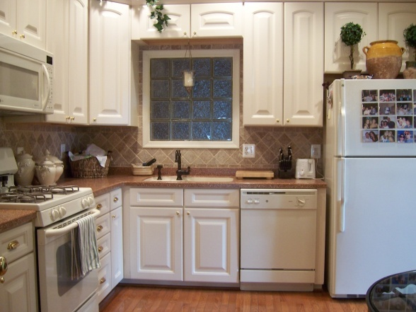 Small cozy kitchen home sweet home pinterest for Small cozy kitchen ideas