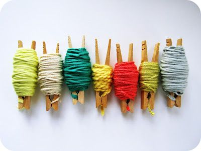 store small bits of left over yarn with clothespins