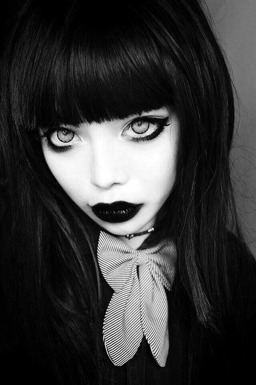 Goth // Black Hair | gothic looks n pictures