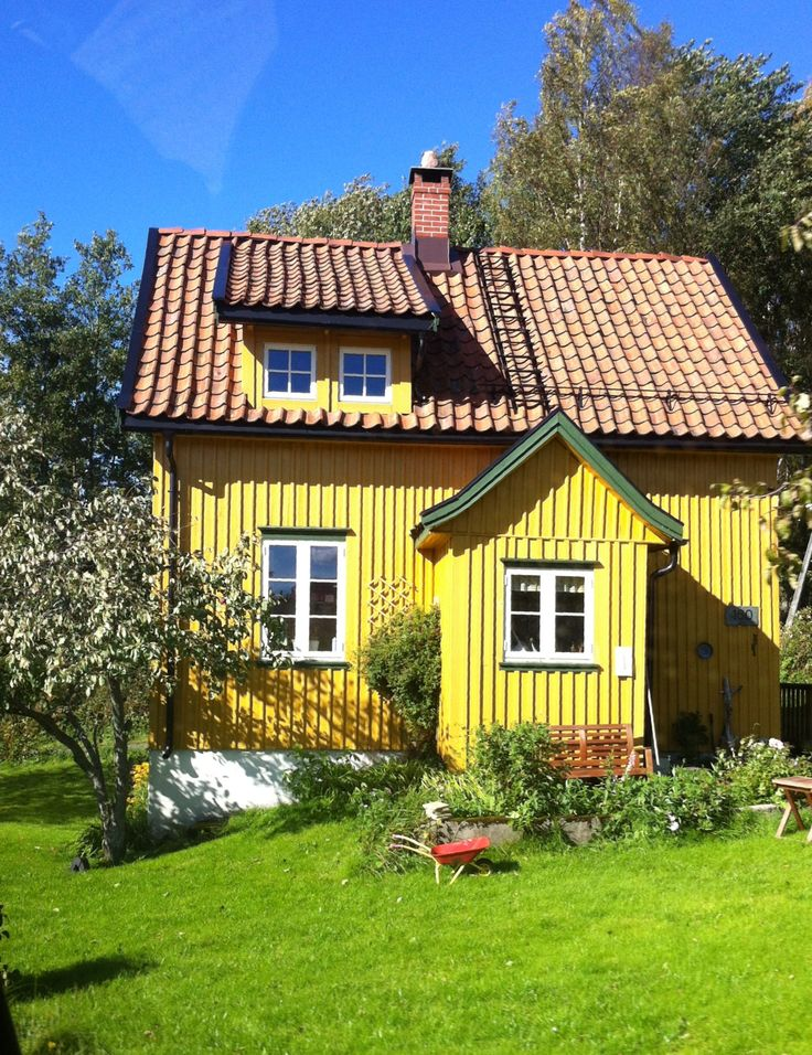 Yellow Cottage Small Houses Casas Peque 241 As Pinterest