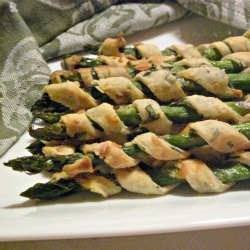 Asparagus Spiral Puffs - Delicious asparagus wrapped in flaky Parmesan ...