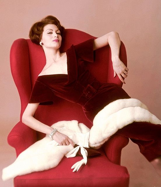 Precisely the crimson velvet dress I wish I was wearing during the holiday season.