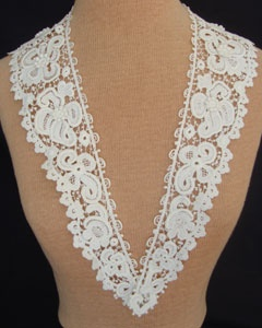 Lovely antique Edwardian white lace collar measuring 4 deep, 35.1/2