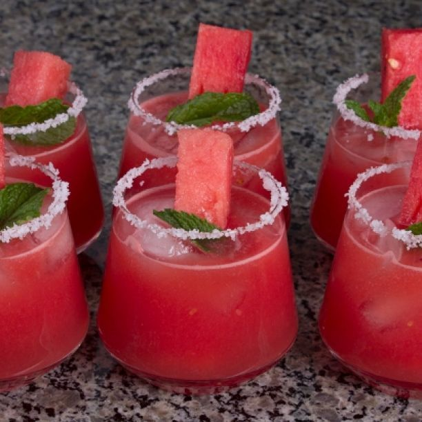 Pomegranate-Champagne Punch | Recipes from gourmandize.com | Pinterest
