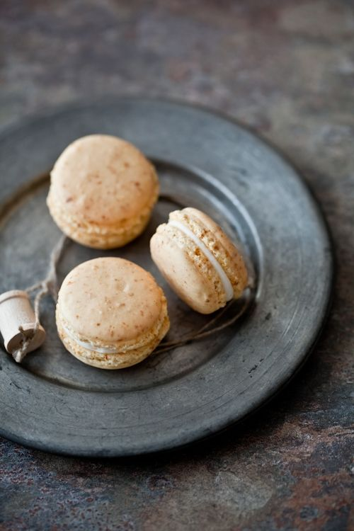 Carrot Cake Macarons With Cream Cheese Frosting Filling Recipe ...