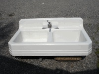 cast iron farm sink.The sink dimensions are 42