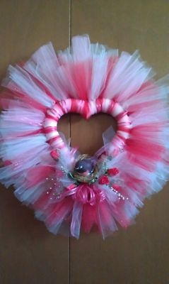 Tulle Valentine's Day wreath--so fluffy!