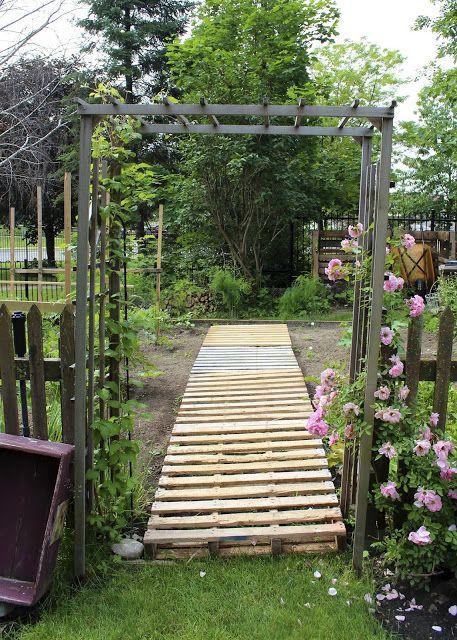 pallet walkway in a vegetable garden pallets build it pinterest