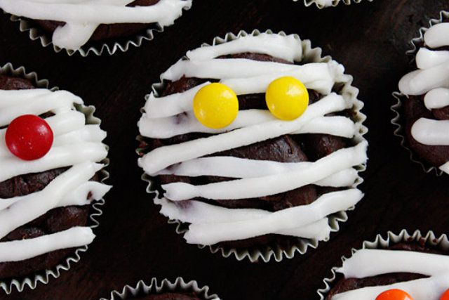 Low-Fat Chocolate Mummy Cupcakes - Foodista.com