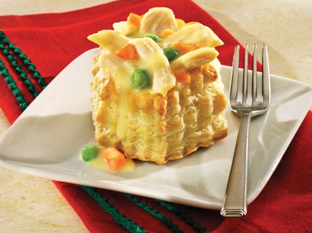 This Creamy Turkey Pot Pie recipe combine roast poulty and vegetables ...