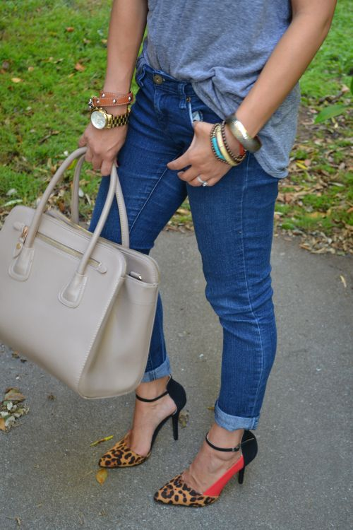 dressing up a t-shirt and jeans with cute heels