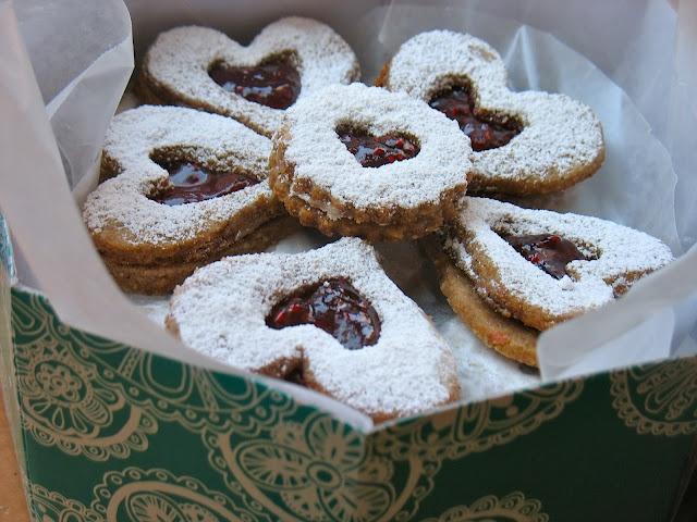 Vegan Linzer Cookies http://urbanvegan.net/2012/02/vegan-valentines ...