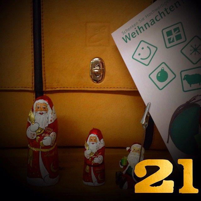 Ein Helfer des Weihnachtsmanns ist heute i der Langen Reihe 47 in St. Georg | Emmanuel Dumas . Fatt' a mano Ledertaschen und Accessoires hnadmade in Hamburg | emmanueldumas.de