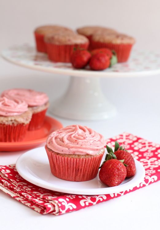 strawberry cream cheese frosting | Something I'd Like to Try | Pinter ...