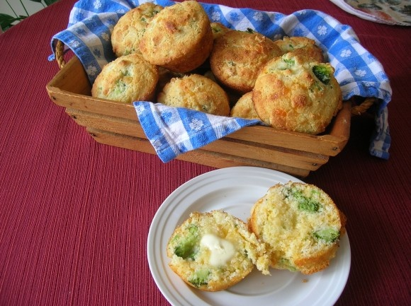 Broccoli Cheddar Cornbread Muffins | Need to Cook this! | Pinterest