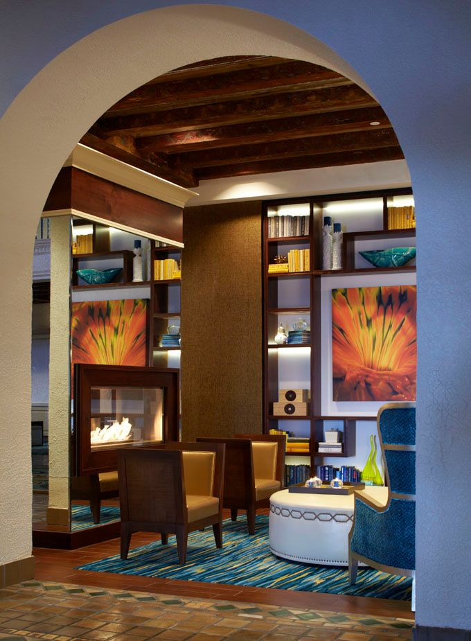 The newly renovated Vinoy Renaissance St. Petersburg Resort & Golf Club. Located on Tampa Bay near St. Pete Beach, the 86-year-old resort recently revealed a renovation of their gorgeous lobby / Architecture and interior design firm Leo A Daly