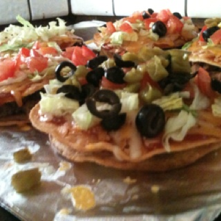 Mini Mexican pizzas (: | food | Pinterest