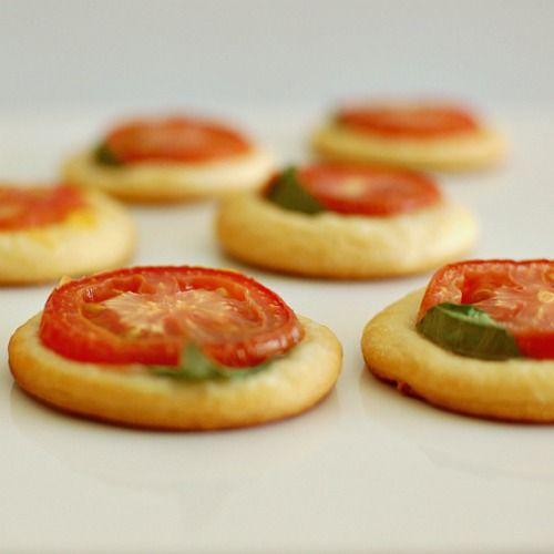 Tomato Basil and Tomato Cheddar Tarts | Oh Yum...♥ | Pinterest