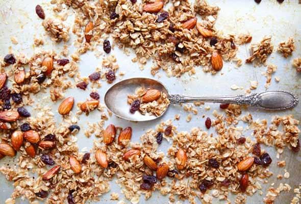 Almond and Coconut Granola | Leite's Culinaria