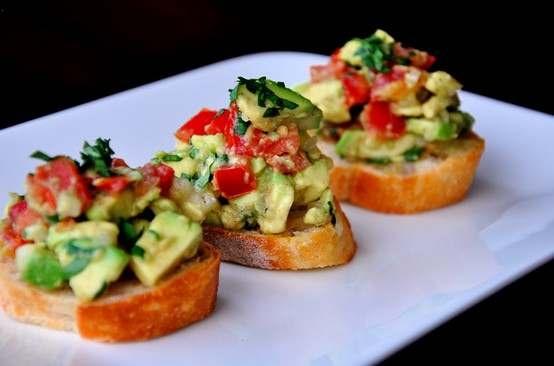 Guacamole-bruschetta | recipes - cool food/drinks | Pinterest