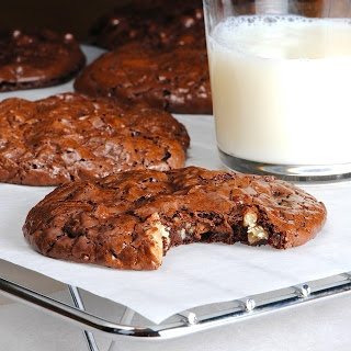 JULES FOOD...: Francois Payard's Flourless Chocolate Walnut Cookies