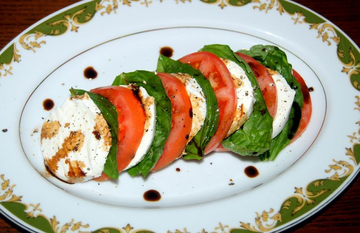 Quick and easy caprese salad recipe. #HealthyRecipe #GlutenFree