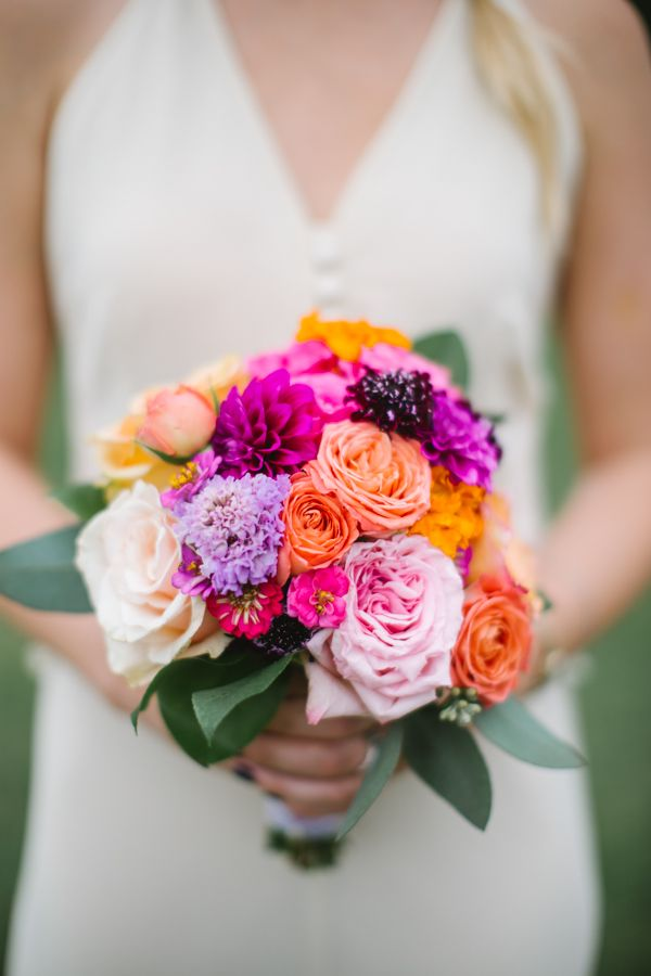 bright bridesmaid bouquet #bouquet #bridesmaid #weddingchicks http://www.weddingchicks.com/2014/01/24/true-love-texas-wedding/