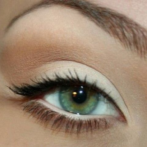 natural makeup & the perfect brow. Ahhh, this is gorgeous and her eyes are piercing!!