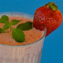 Creamy Strawberry-Pineapple Smoothie- 1/2 cup pineapple juice, sliced ...