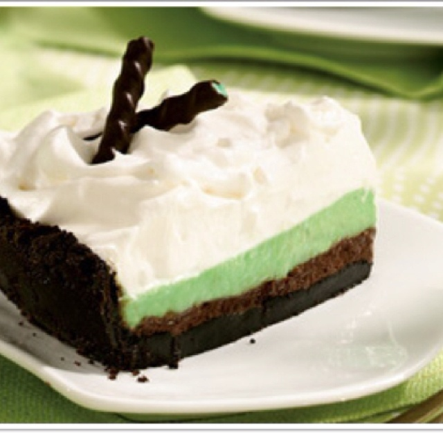 ... de menthe or mint-flavored syrup TOPPING 1 cup whipping cream 4