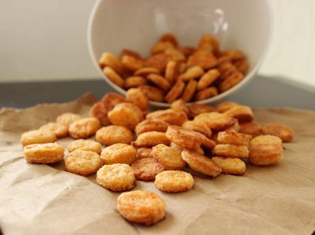 homemade cheese crackers | Recipes-Snacks | Pinterest