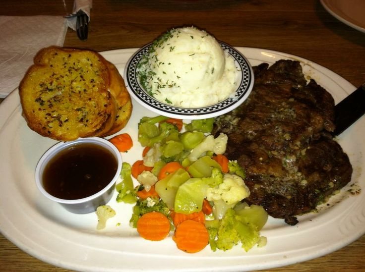 Rib Eye Steak, Mixed Veggies, Mashed Potatoes & Garlic Bread ...