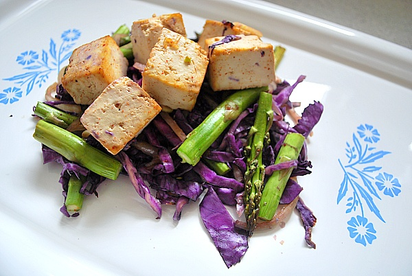 tofu with purple cabbage and asparagus | Comestibles | Pinterest