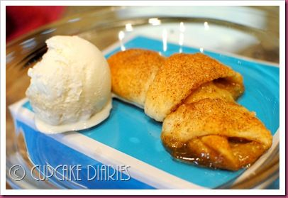 Caramel Apple Crescent Rolls ~ Didn't have caramel sauce so I made it ...