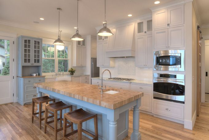 House of Turquoise MAC Custom Homes  Colored kitchen islands  Pint