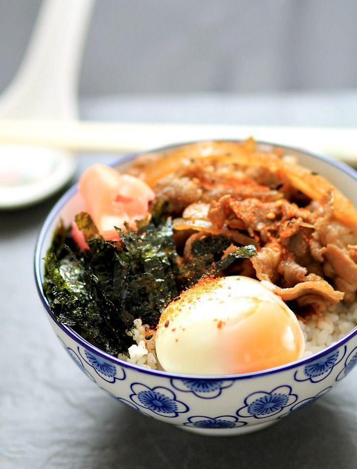 Yoshinoya-style gyudon / Japanese beef bowl rice with onsen egg and ...