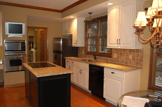 Dark kitchen cabinets with oak trim for Cream kitchen cabinets with white trim