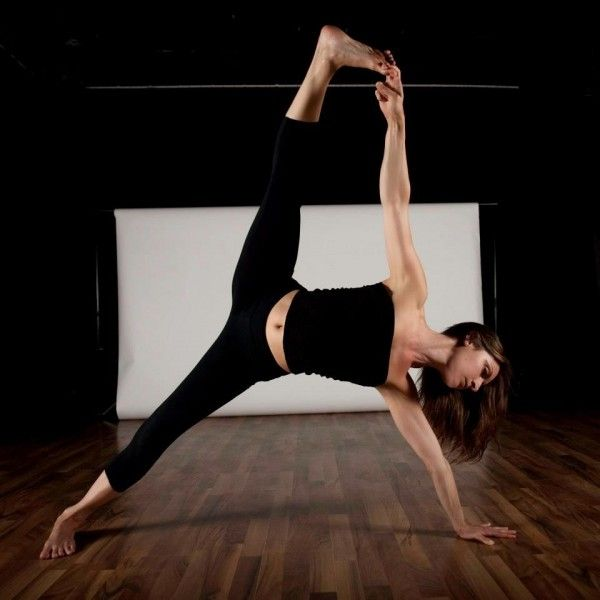 Pin by Yoga Pose Weekly on Week 83: Side Plank Pose ...