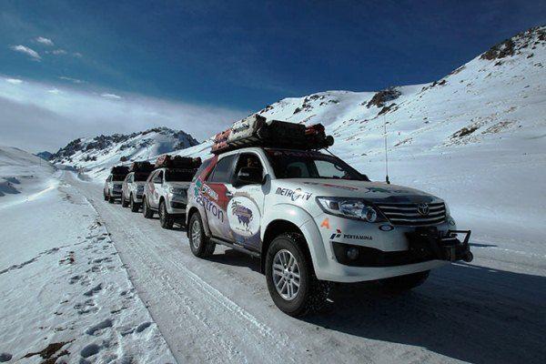 Fortuner Euroasia - Toyota Fortuner melintasi gunung es.. http://www ...
