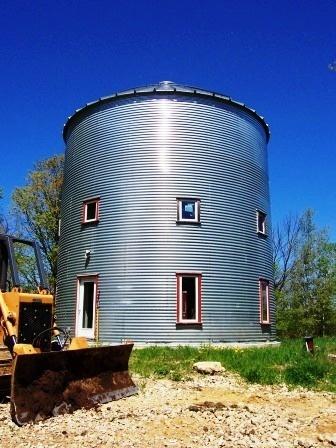 Grain silo house grain bin homes pinterest for Homes made from silos