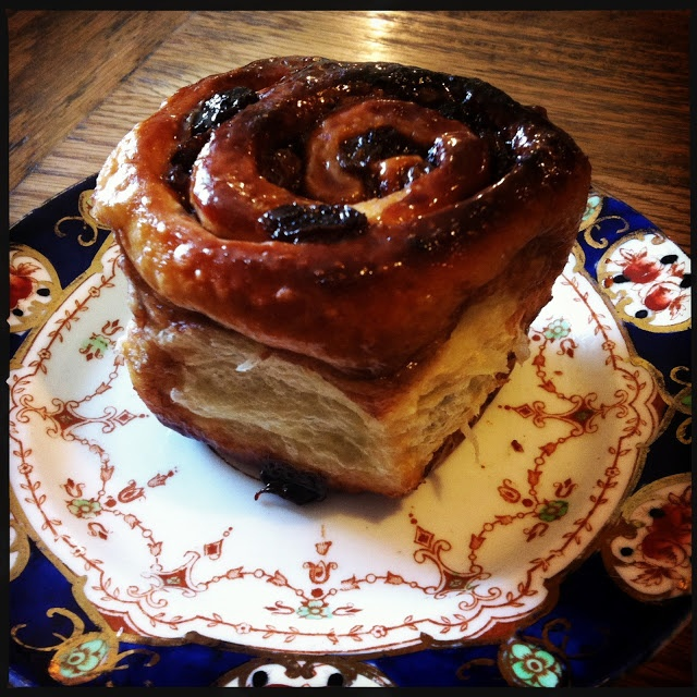Chelsea Buns (British Cinnamon Rolls With Raisins) Recipes ...