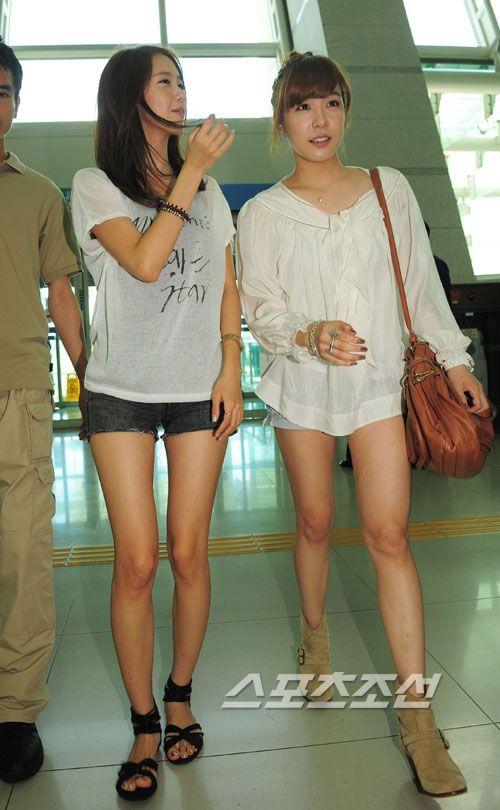Yoona và Tiffany (SNSD)