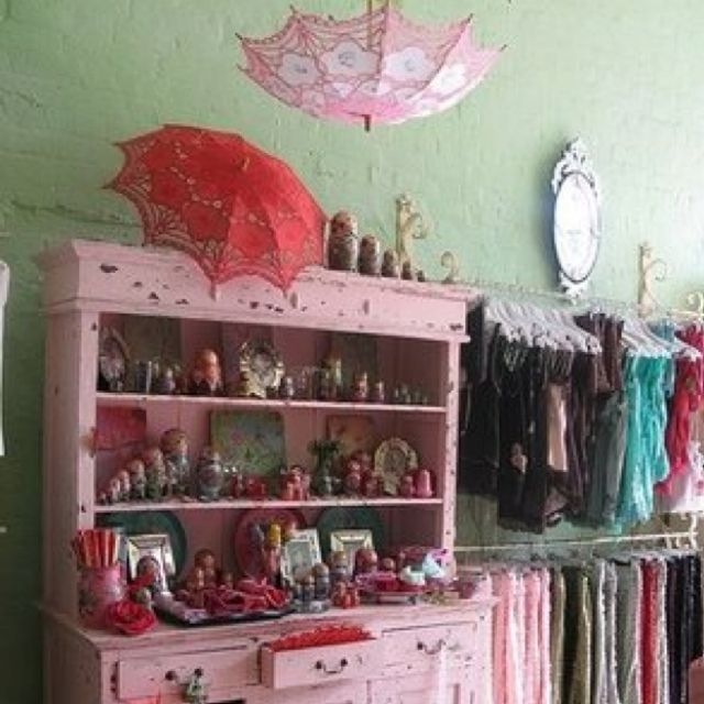 Store display | Antique & Crafter's Booths & Ideas for Retail Displays