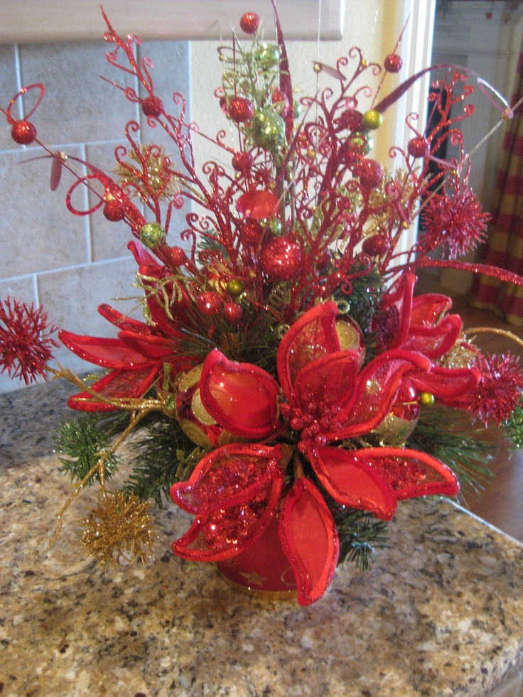 Poinsettia arrangement christmas 3 pinterest for Poinsettia arrangements