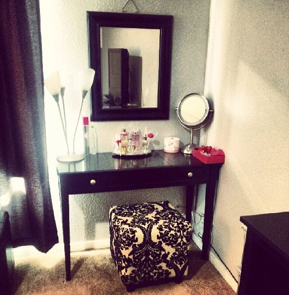 Diy vanity need a fancier mirror home pinterest for Cute makeup vanity